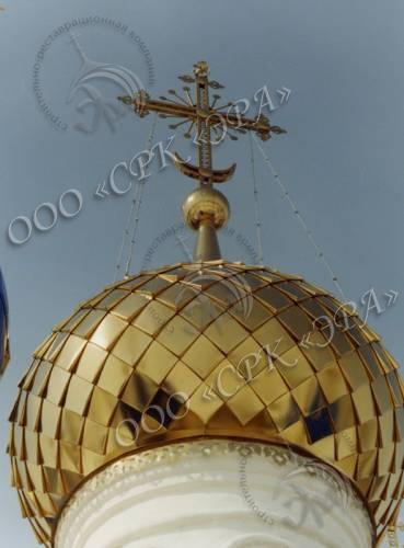 Купол и крест изготовлены из нержавеющей стали с покрытием золотом 999 пробы методом гальваностегии. Сборка в «объемную шашку»